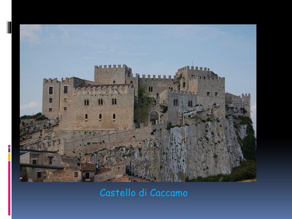 E alla fine del Medioevo, quando il castello viene a perdere la sua funzione difensiva, che assistiamo alla loro trasformazione in palazzi. A comincia