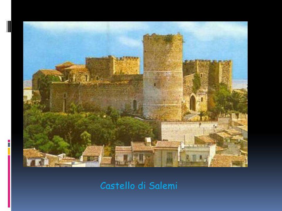 Nel Trapanese spiccano il castello di Alcamo, costruito molto probabilmente dal conte Raimondo Peralta sotto Pietro II d'Aragona, e quello di Salemi,