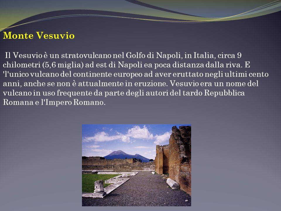 Monte Vesuvio Il Vesuvio è un stratovulcano nel Golfo di Napoli, in Italia, circa 9 chilometri (5,6 miglia) ad est di Napoli ea poca distanza dalla riva.