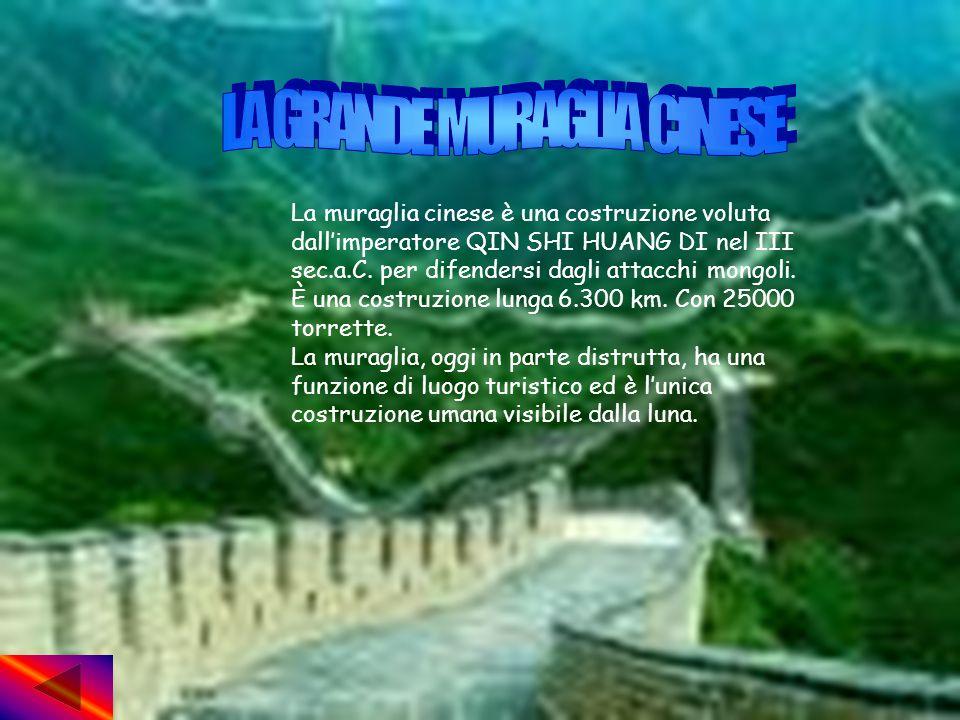 La muraglia cinese è una costruzione voluta dallimperatore QIN SHI HUANG DI nel III sec.a.C.