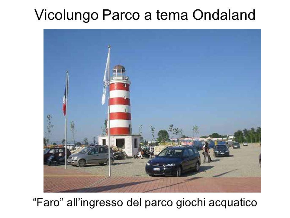 Vicolungo Parco a tema Ondaland Faro allingresso del parco giochi acquatico