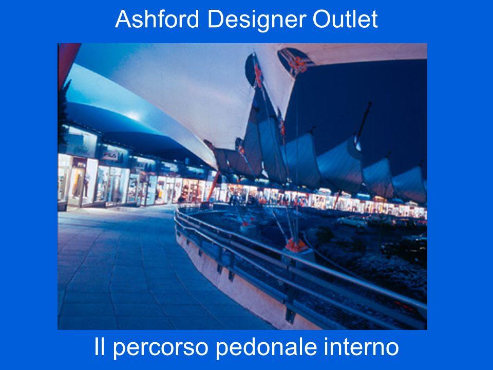 Ashford Designer Outlet Il percorso pedonale interno