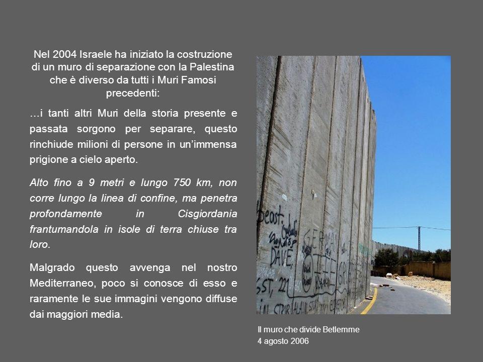 Nel 2004 Israele ha iniziato la costruzione di un muro di separazione con la Palestina che è diverso da tutti i Muri Famosi precedenti: …i tanti altri Muri della storia presente e passata sorgono per separare, questo rinchiude milioni di persone in unimmensa prigione a cielo aperto.