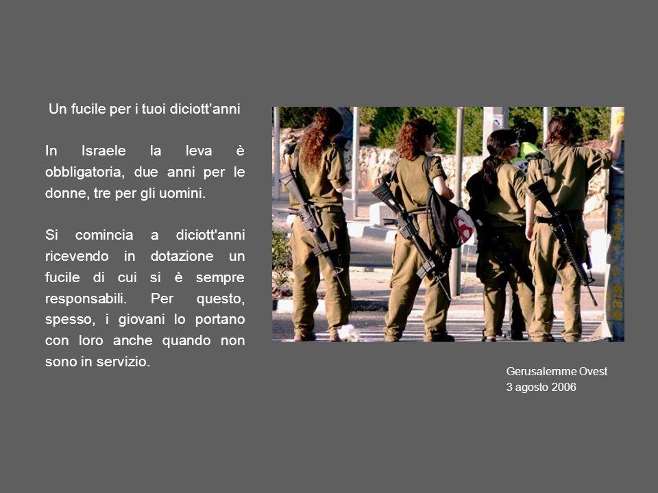 Un fucile per i tuoi diciottanni In Israele la leva è obbligatoria, due anni per le donne, tre per gli uomini. Si comincia a diciott'anni ricevendo in