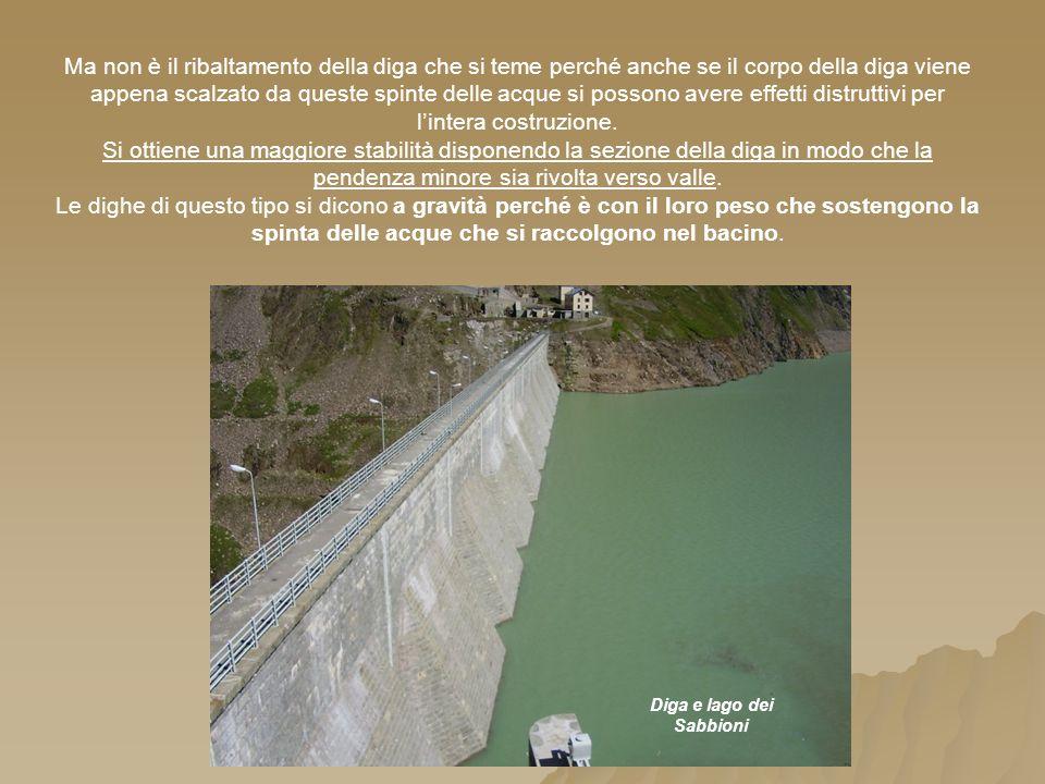 Ma non è il ribaltamento della diga che si teme perché anche se il corpo della diga viene appena scalzato da queste spinte delle acque si possono avere effetti distruttivi per lintera costruzione.