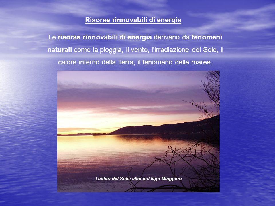 Risorse rinnovabili di energia Le risorse rinnovabili di energia derivano da fenomeni naturali come la pioggia, il vento, lirradiazione del Sole, il calore interno della Terra, il fenomeno delle maree.