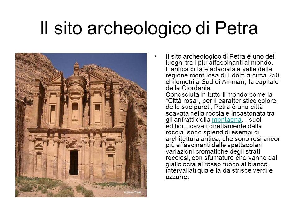 Il sito archeologico di Petra Il sito archeologico di Petra è uno dei luoghi tra i più affascinanti al mondo. L'antica città è adagiata a valle della