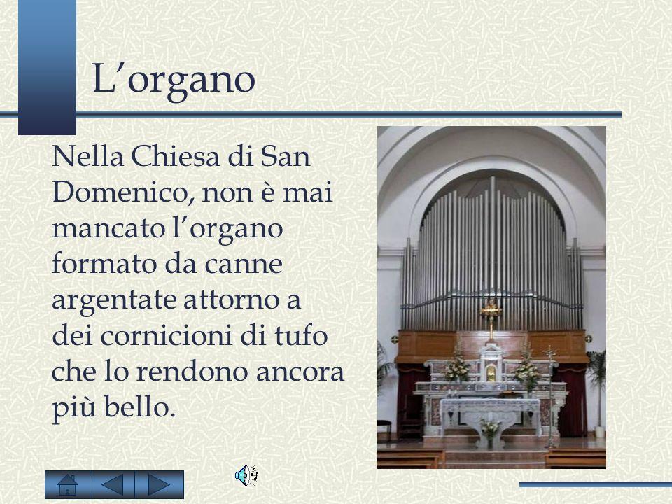 Lorgano Nella Chiesa di San Domenico, non è mai mancato lorgano formato da canne argentate attorno a dei cornicioni di tufo che lo rendono ancora più