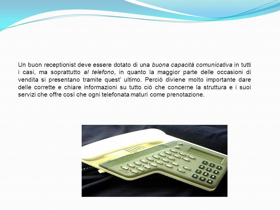 Un buon receptionist deve essere dotato di una buona capacità comunicativa in tutti i casi, ma soprattutto al telefono, in quanto la maggior parte del