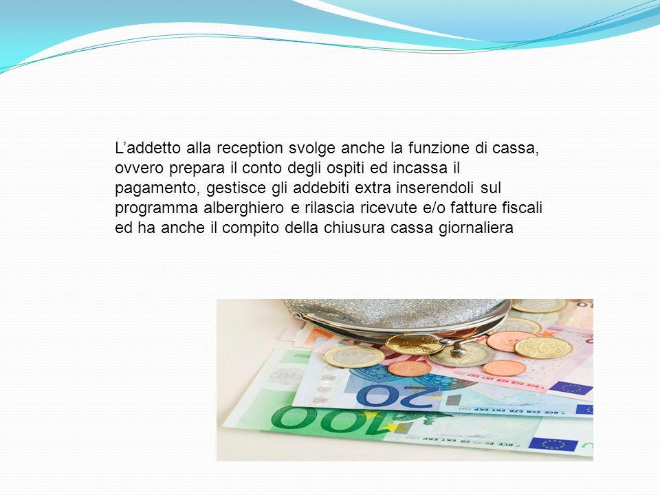 Laddetto alla reception svolge anche la funzione di cassa, ovvero prepara il conto degli ospiti ed incassa il pagamento, gestisce gli addebiti extra i
