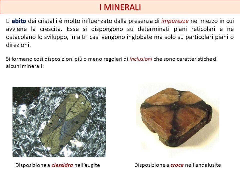 I MINERALI Certe impurezze di tipo chimico, provocano non solo un cambiamento di colore, ma anche un cambiamento del modo di accrescimento del minerale.