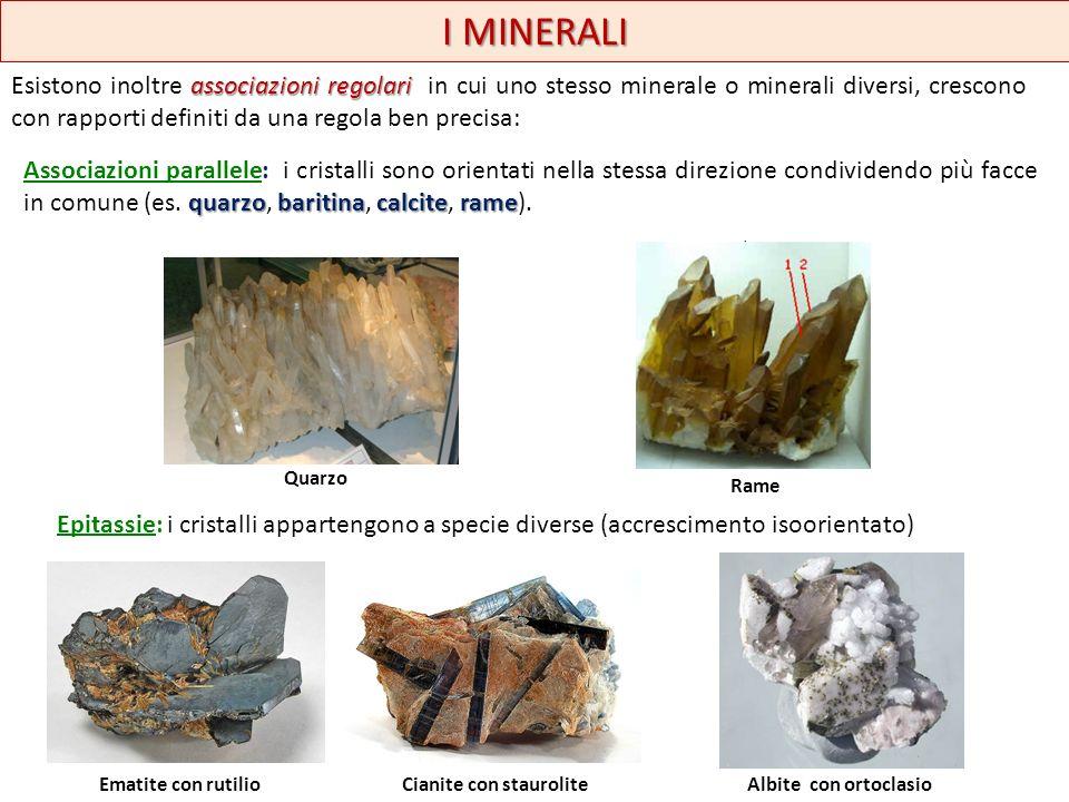 I MINERALI legge di geminazione GEMINATI: costituiscono un caso speciale di associazioni tra due o più individui della stessa specie secondo una regola (legge di geminazione) che ne mette in comune due elementi cristallografici.