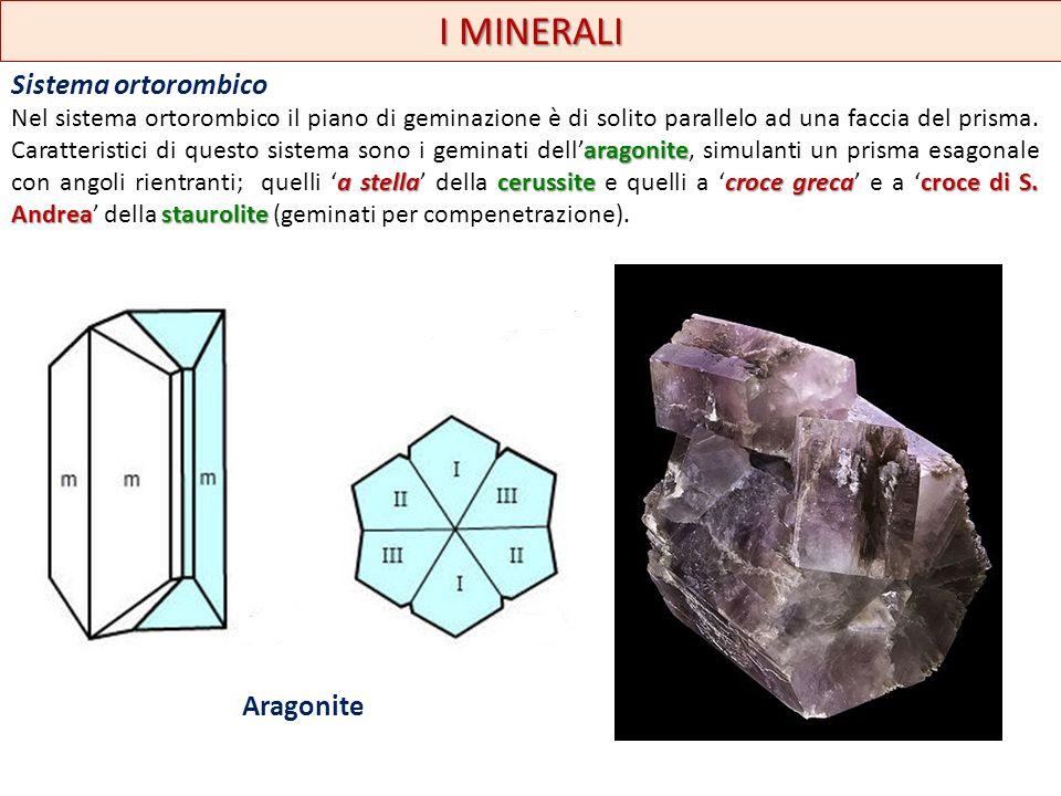 I MINERALI Sistema ortorombico aragonite a stellacerussitecroce grecacroce di S. Andreastaurolite Nel sistema ortorombico il piano di geminazione è di