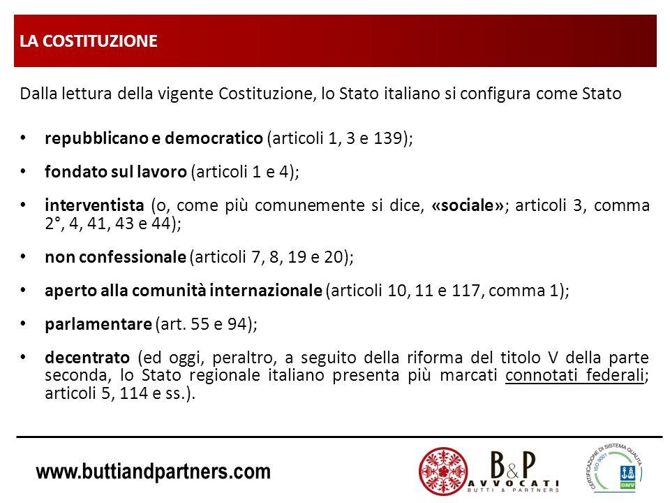 www.buttiandpartners.com LA COSTITUZIONE Dalla lettura della vigente Costituzione, lo Stato italiano si configura come Stato repubblicano e democratic