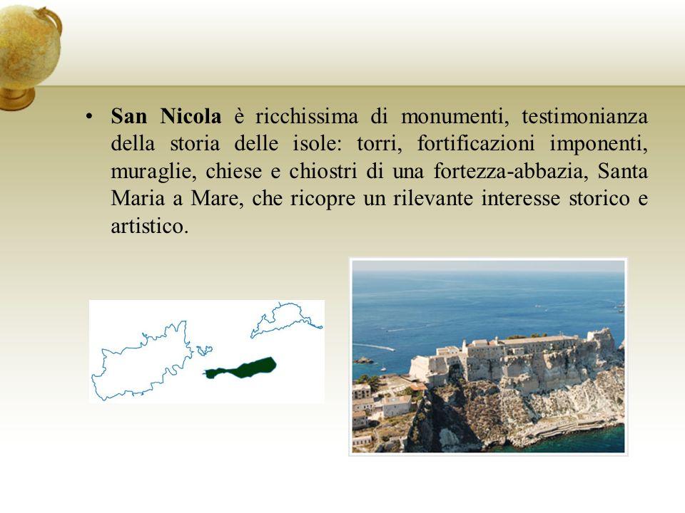 San Nicola è ricchissima di monumenti, testimonianza della storia delle isole: torri, fortificazioni imponenti, muraglie, chiese e chiostri di una fortezza-abbazia, Santa Maria a Mare, che ricopre un rilevante interesse storico e artistico.