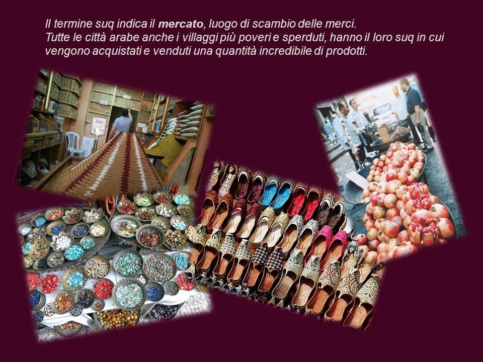 Il termine suq indica il mercato, luogo di scambio delle merci.