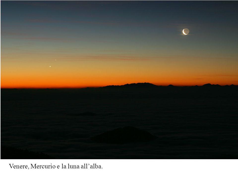 Venere, Mercurio e la luna allalba.