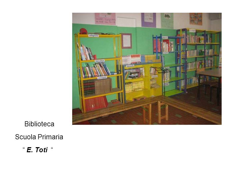 Organizzazione Le biblioteche sono allestite a scaffale aperto, con una zona dedicata alla consultazione e unaltra arredata con tappeti per la lettura individuale e lascolto; sono presenti due postazioni multimediali, apparecchio TV e Hi-Fi.