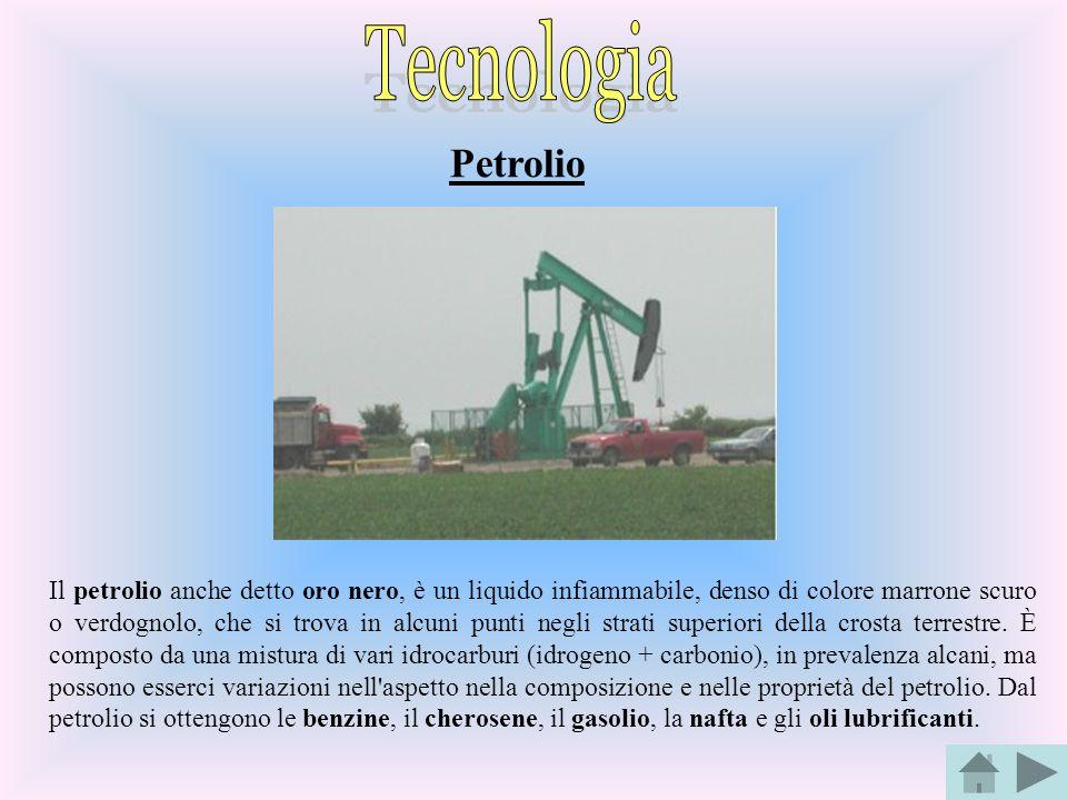 Petrolio Il petrolio anche detto oro nero, è un liquido infiammabile, denso di colore marrone scuro o verdognolo, che si trova in alcuni punti negli s