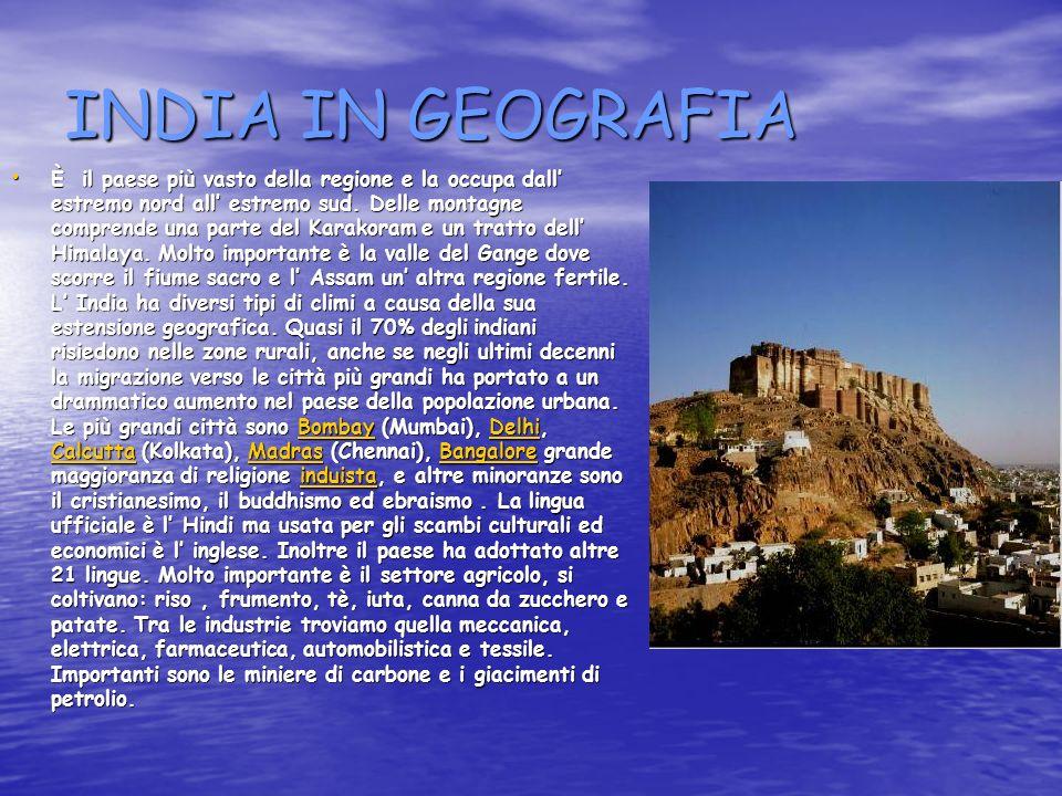 INDIA IN GEOGRAFIA È il paese più vasto della regione e la occupa dall estremo nord all estremo sud.