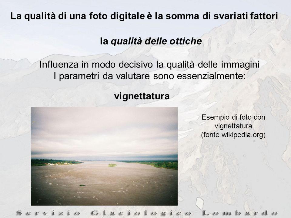 La qualità di una foto digitale è la somma di svariati fattori la qualità delle ottiche Influenza in modo decisivo la qualità delle immagini I parametri da valutare sono essenzialmente: vignettatura Esempio di foto con vignettatura (fonte wikipedia.org)