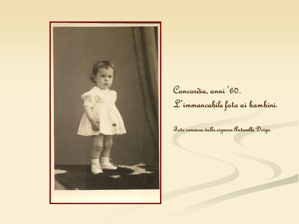 Concordia, anni 60. Limmancabile foto ai bambini. Foto concessa dalla signora Antonella Drigo.