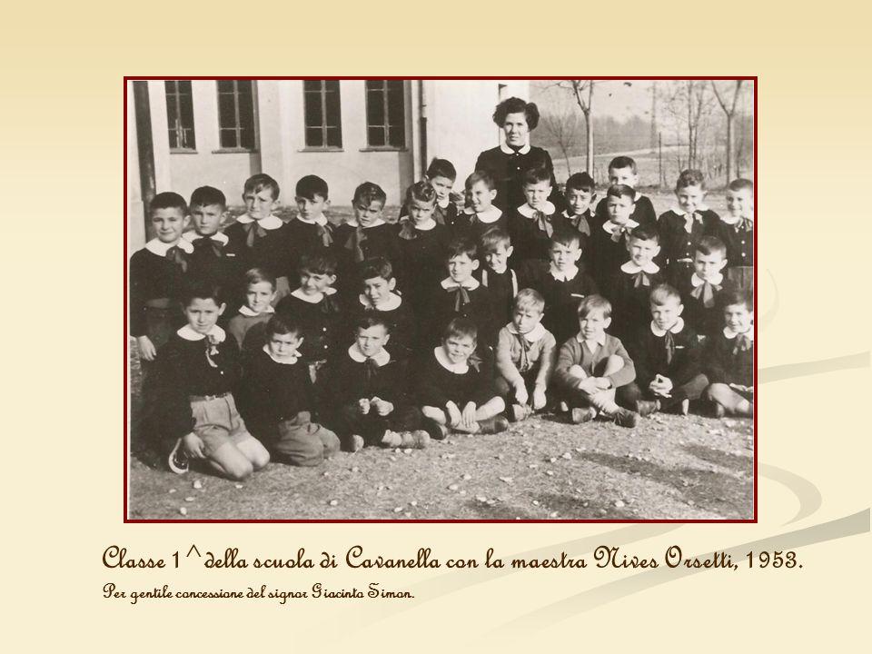 Classe 1^della scuola di Cavanella con la maestra Nives Orsetti, 1953. Per gentile concessione del signor Giacinto Simon.