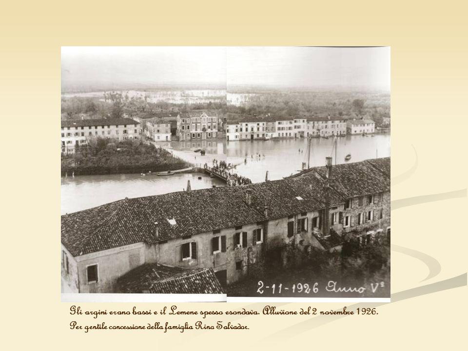 Gli argini erano bassi e il Lemene spesso esondava. Alluvione del 2 novembre 1926. Per gentile concessione della famiglia Rino Salvador.
