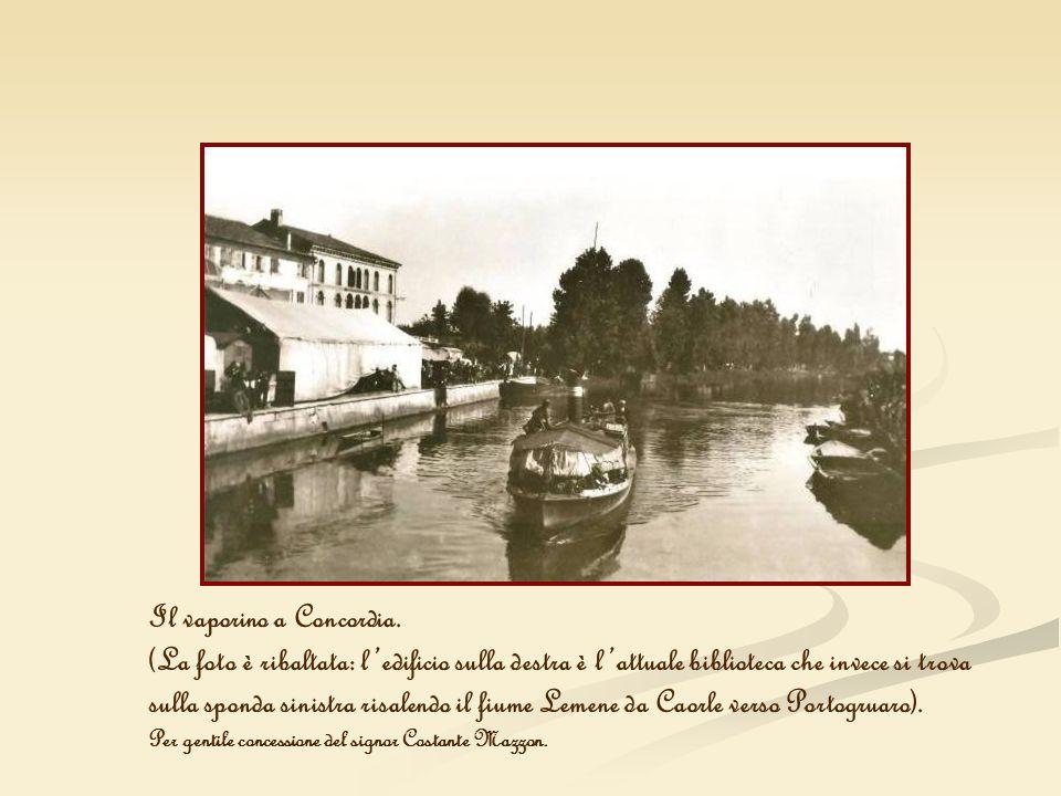 Il vaporino a Concordia. (La foto è ribaltata: ledificio sulla destra è lattuale biblioteca che invece si trova sulla sponda sinistra risalendo il fiu