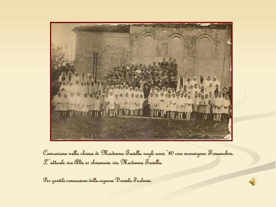 Comunione nella chiesa di Madonna Tavella negli anni 40 con monsignor Frasanchin. Lattuale via Alte si chiamava via Madonna Tavella. Per gentile conce