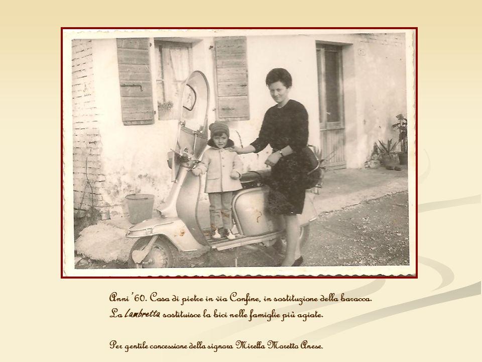 Anni 60. Casa di pietre in via Confine, in sostituzione della baracca. La Lambretta sostituisce la bici nelle famiglie più agiate. Per gentile concess