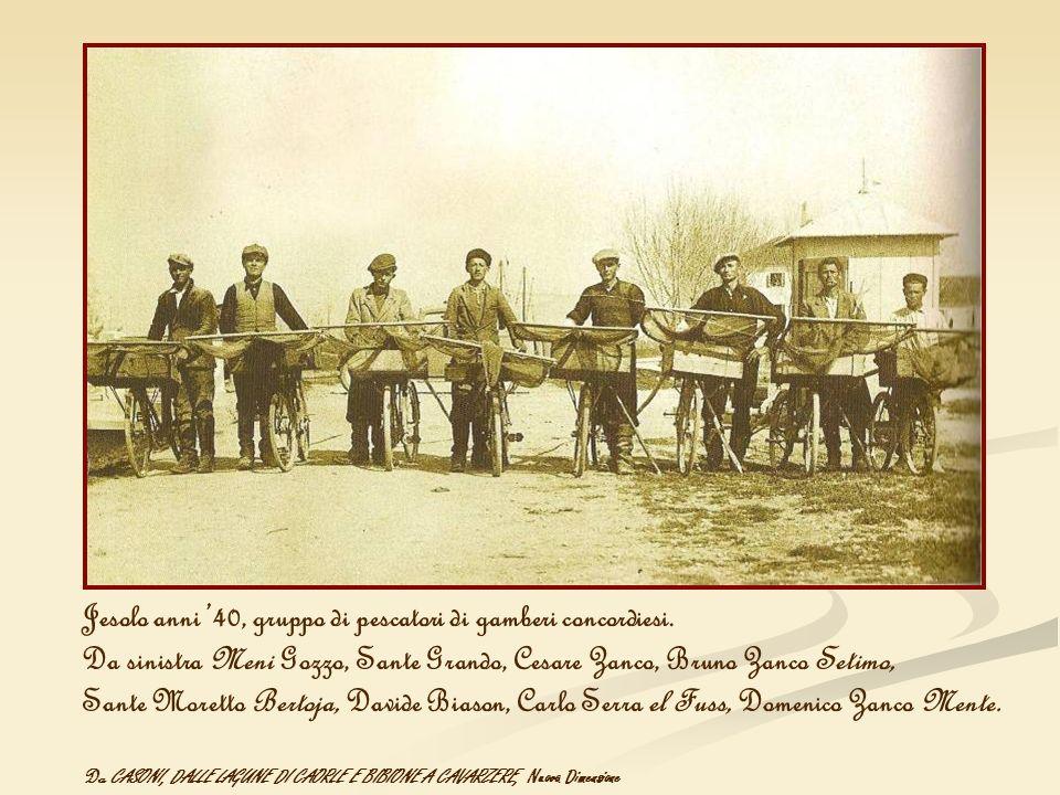 Jesolo anni 40, gruppo di pescatori di gamberi concordiesi. Da sinistra Meni Gozzo, Sante Grando, Cesare Zanco, Bruno Zanco Setimo, Sante Moretto Bert