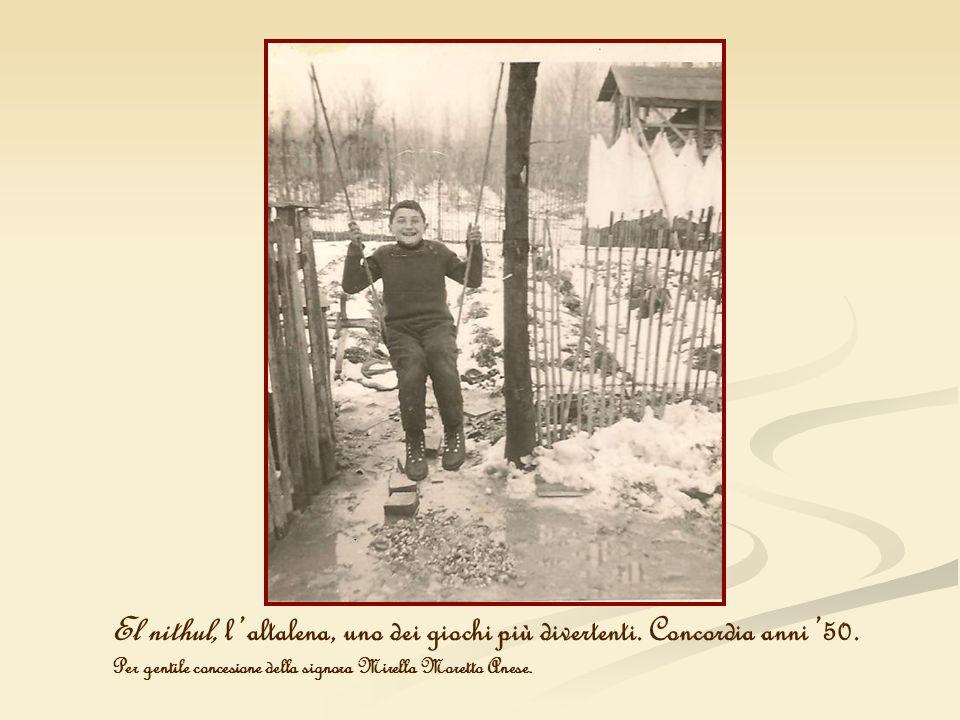 El nithul, laltalena, uno dei giochi più divertenti. Concordia anni 50. Per gentile concesione della signora Mirella Moretto Anese.