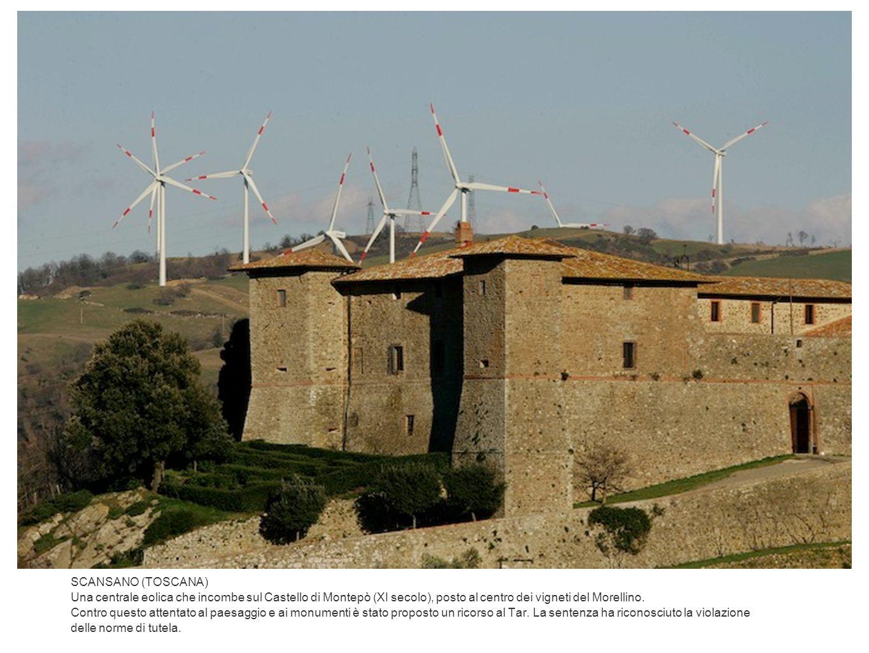 SCANSANO (TOSCANA) Una centrale eolica che incombe sul Castello di Montepò (XI secolo), posto al centro dei vigneti del Morellino. Contro questo atten