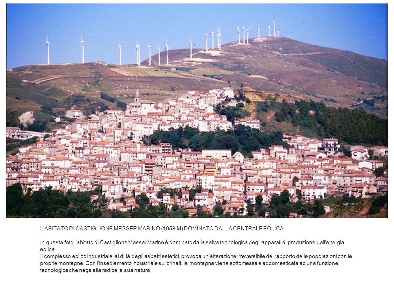 LABITATO DI CASTIGLIONE MESSER MARINO (1058 M) DOMINATO DALLA CENTRALE EOLICA In questa foto labitato di Castiglione Messer Marino è dominato dalla se