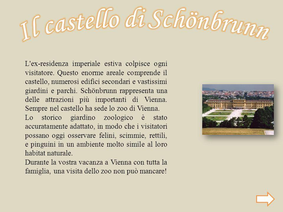 L'ex-residenza imperiale estiva colpisce ogni visitatore. Questo enorme areale comprende il castello, numerosi edifici secondari e vastissimi giardini