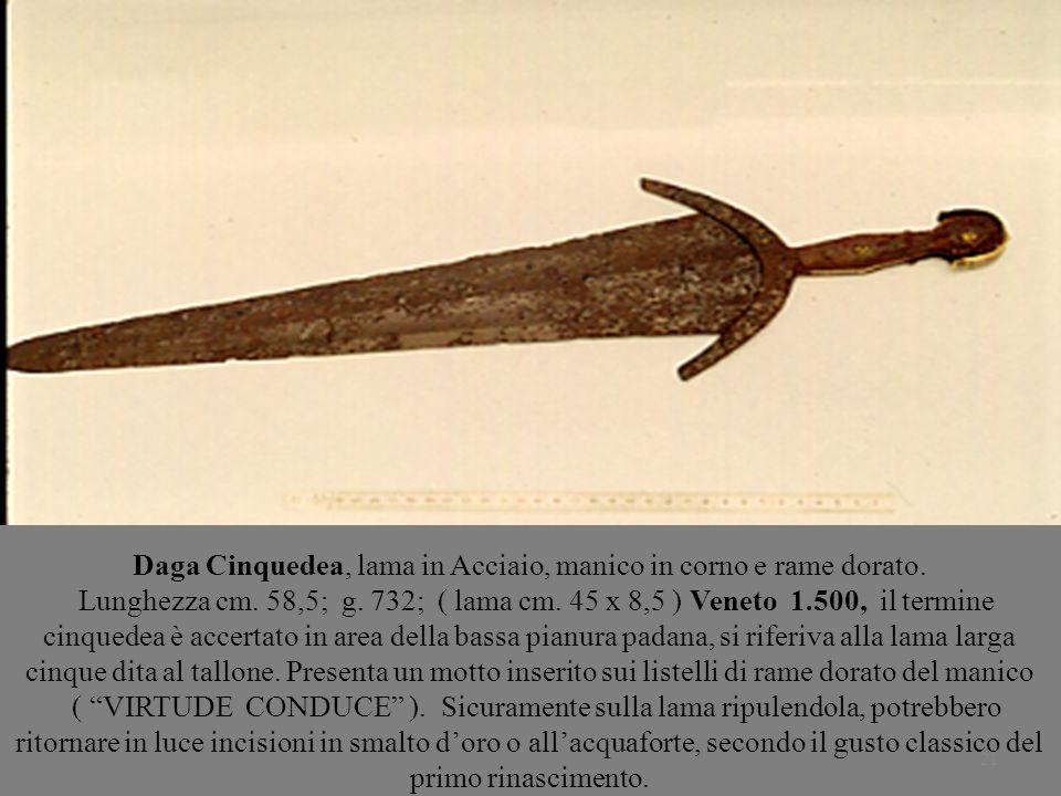 21 Daga Cinquedea, lama in Acciaio, manico in corno e rame dorato. Lunghezza cm. 58,5; g. 732; ( lama cm. 45 x 8,5 ) Veneto 1.500, il termine cinquede