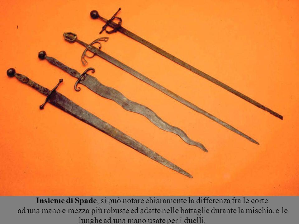 43 Insieme di Spade, si può notare chiaramente la differenza fra le corte ad una mano e mezza più robuste ed adatte nelle battaglie durante la mischia, e le lunghe ad una mano usate per i duelli.