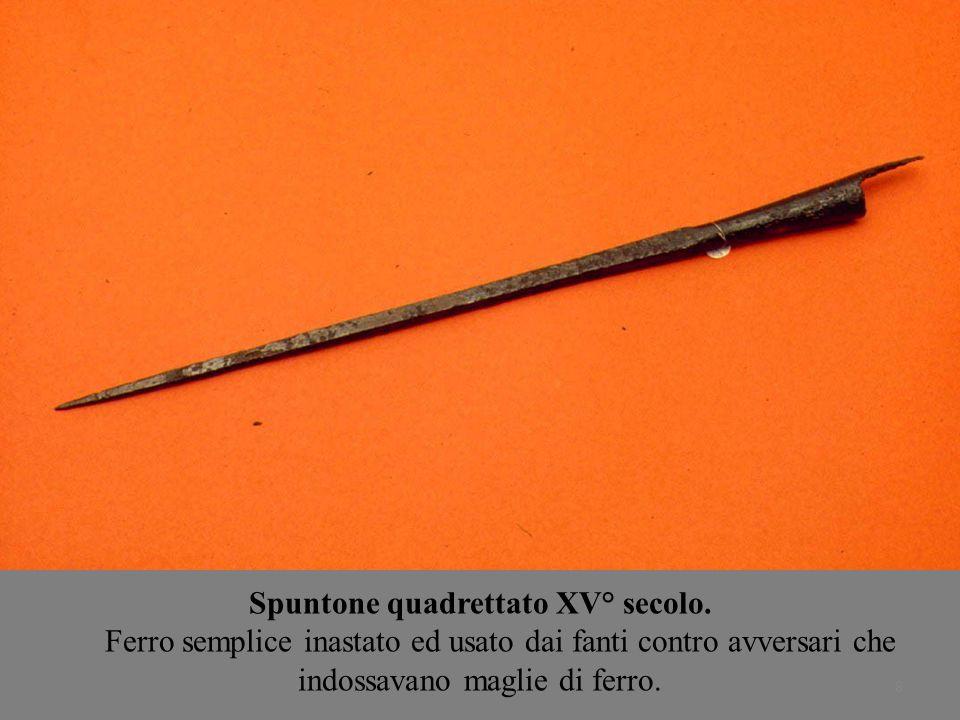 8 Spuntone quadrettato XV° secolo. Ferro semplice inastato ed usato dai fanti contro avversari che indossavano maglie di ferro.