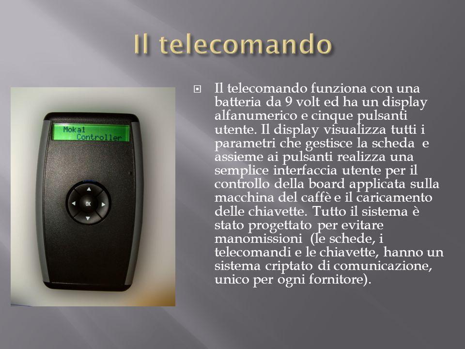 Il telecomando funziona con una batteria da 9 volt ed ha un display alfanumerico e cinque pulsanti utente. Il display visualizza tutti i parametri che