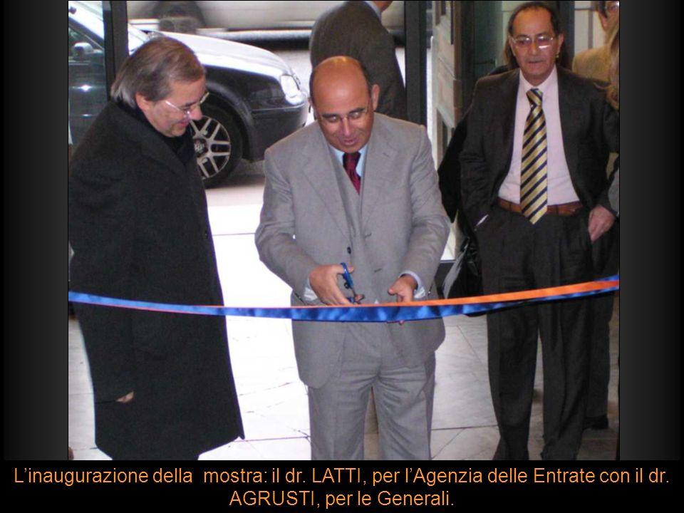 Linaugurazione della mostra: il dr. LATTI, per lAgenzia delle Entrate con il dr. AGRUSTI, per le Generali.