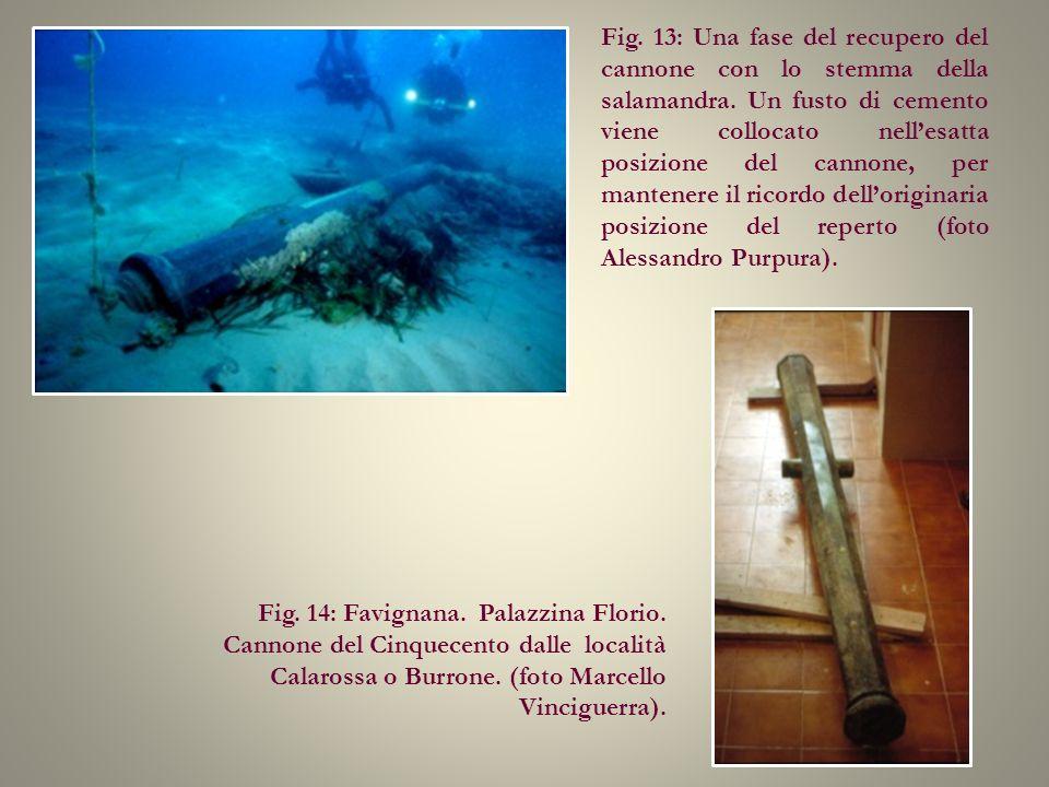 Fig. 13: Una fase del recupero del cannone con lo stemma della salamandra. Un fusto di cemento viene collocato nellesatta posizione del cannone, per m