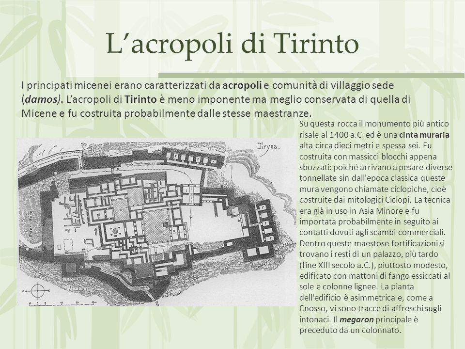 Lacropoli di Tirinto Su questa rocca il monumento più antico risale al 1400 a.C. ed è una cinta muraria alta circa dieci metri e spessa sei. Fu costru