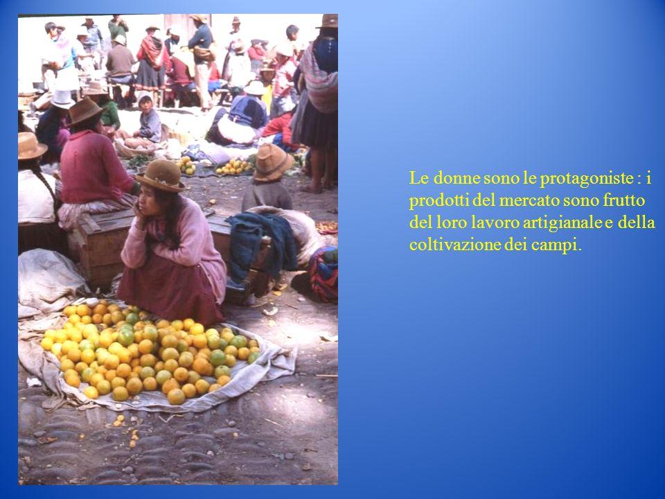 Le donne sono le protagoniste : i prodotti del mercato sono frutto del loro lavoro artigianale e della coltivazione dei campi.