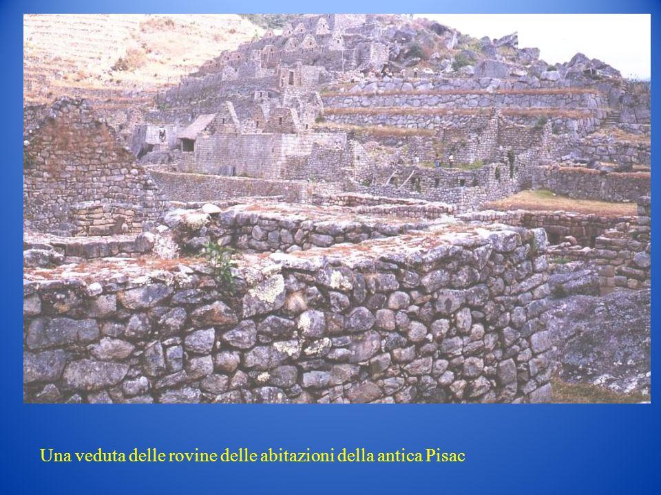 Una veduta delle rovine delle abitazioni della antica Pisac