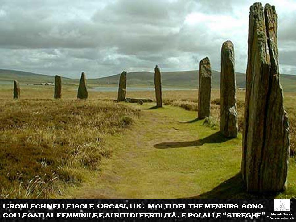 Michela Zucca Servizi culturali Cromlech nelle isole Orcasi, UK. Molti dei the menhirs sono collegati al femminile e ai riti di fertilità, e poi alle