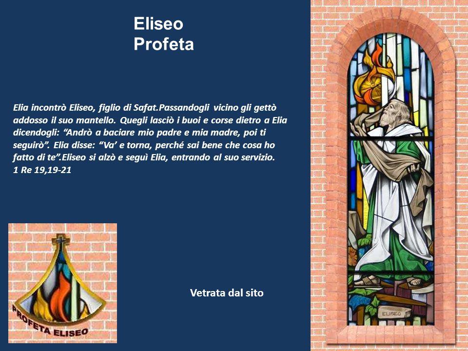 Elia incontrò Eliseo, figlio di Safat.Passandogli vicino gli gettò addosso il suo mantello. Quegli lasciò i buoi e corse dietro a Elia dicendogli: And