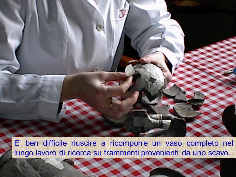 E ben difficile riuscire a ricomporre un vaso completo nel lungo lavoro di ricerca su frammenti provenienti da uno scavo.