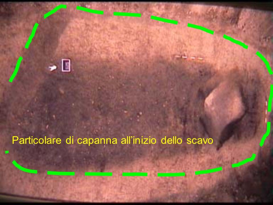 Particolare di capanna allinizio dello scavo