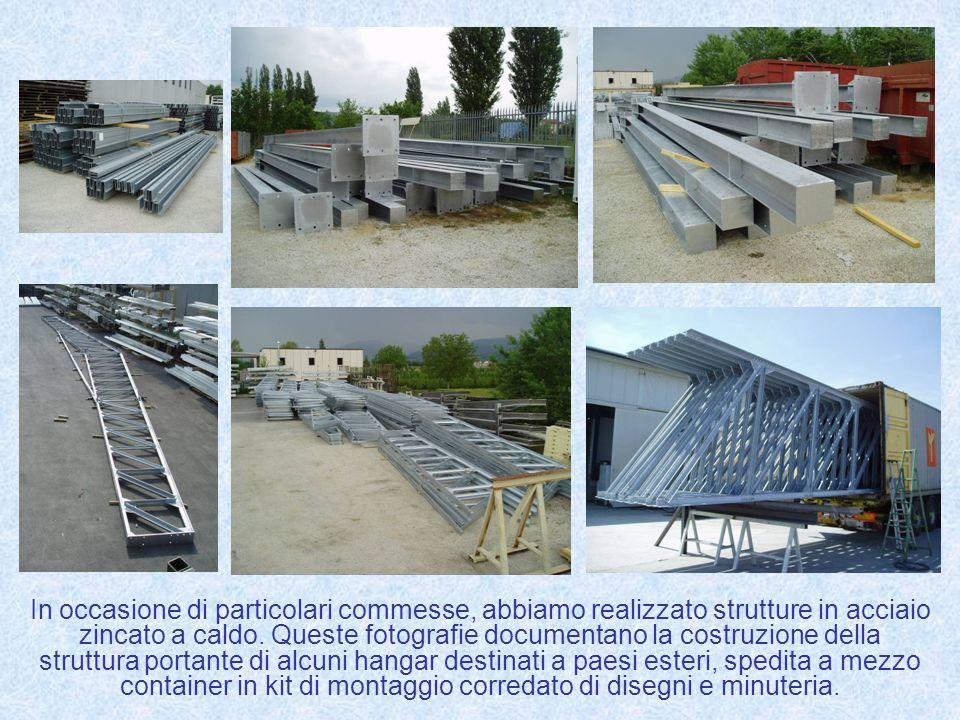 In occasione di particolari commesse, abbiamo realizzato strutture in acciaio zincato a caldo. Queste fotografie documentano la costruzione della stru